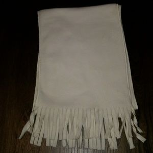 Ivory scarf with fringe
